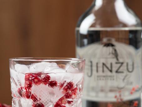 Kersenbloesem in een glas