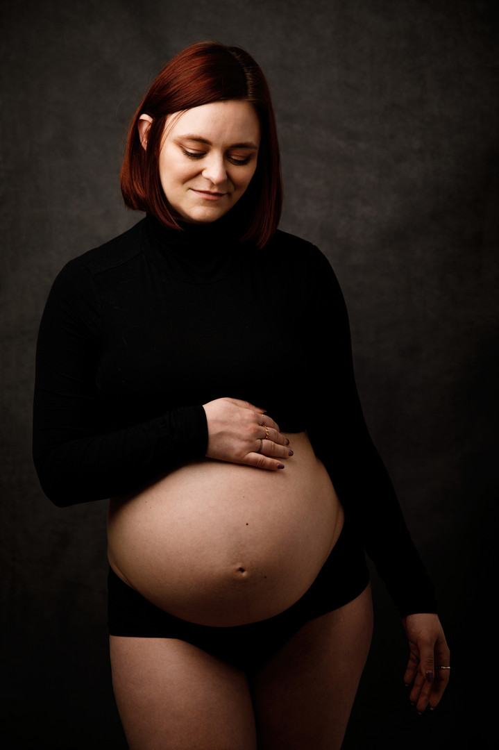 Cambridge Artistic Maternity Photographer