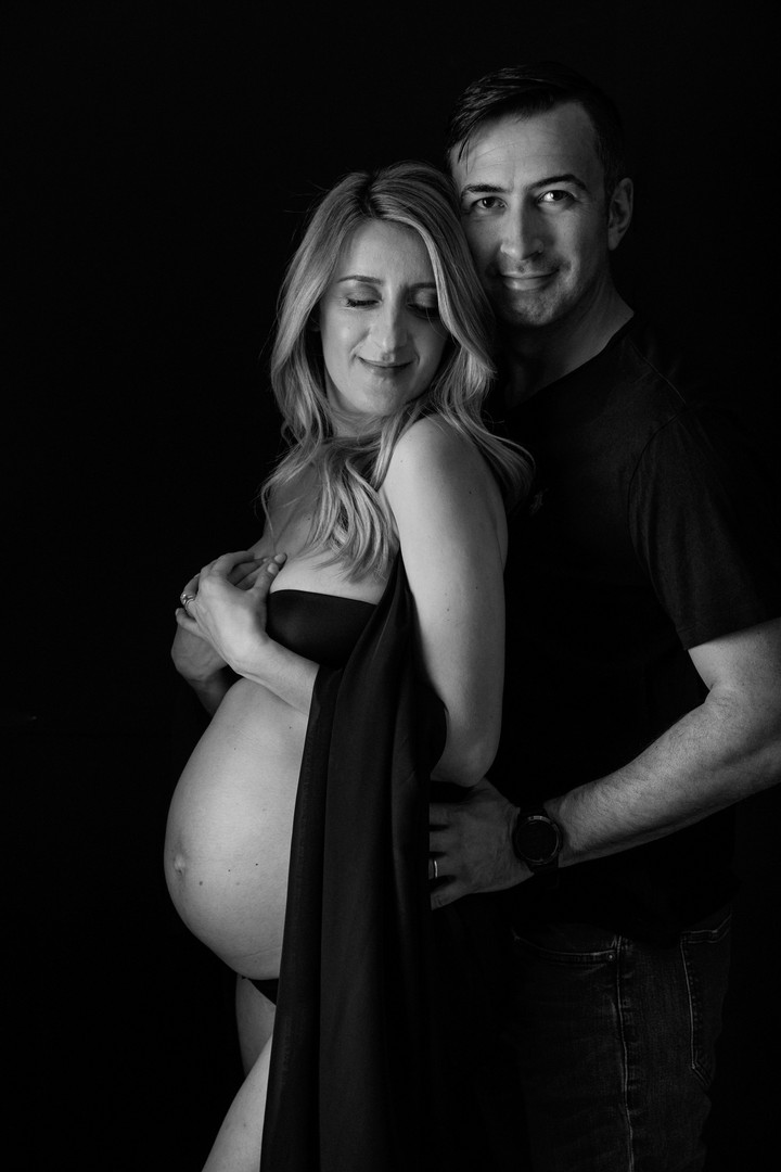 Pregnant couple black and white photo