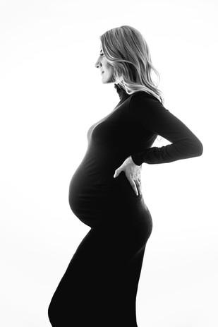 Minimalist maternity photographer in Cambridge
