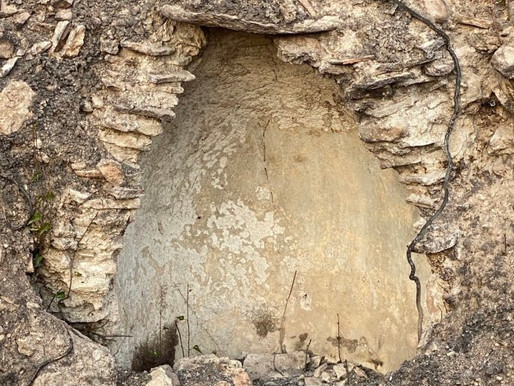 Παγόσπιτα στο Τατόι: Η «παγωμένη» αποκάλυψη μέσα από την πύρινη λαίλαπα στα βασιλικά κτήματα