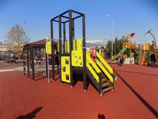 «Στολίδι» για τον Δήμο Φυλής και μία από τις καλύτερες στην Αττική η παιδική χαρά στο Πάρκο Πόλης