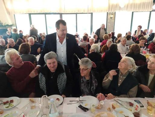 Γεύμα Αγάπης σε 600 ηλικιωμένους και μοναχικούς δημότες παρέθεσε ο Δήμος Φυλής