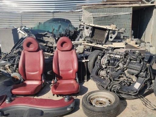 Έκλεβαν κι αποσυναρμολογούσαν αυτοκίνητα για ανταλλακτικά στις Αχαρνές