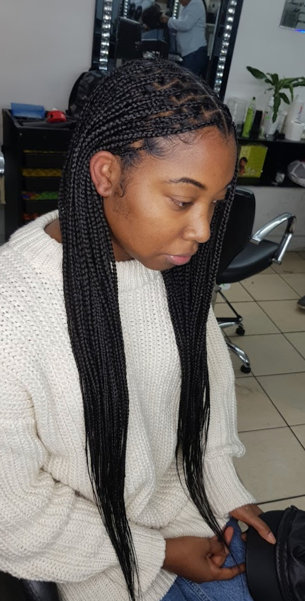 Knotless braids is a lovely way to protect your hair and because there is no friction to