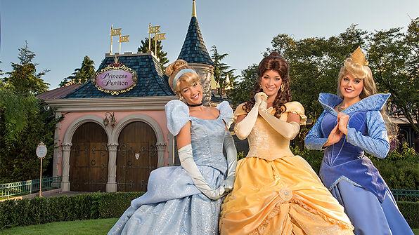princesas disney disneyland paris comer cenicienta restaurantes