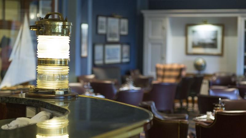 Bar Captain's Quarters en Newport Bay Club