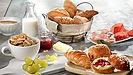 Desayunar desayuno en disneyland paris personajes disney princesas resturantes hoteles organizar reserva viaje Buffet Standard estandar plus premium