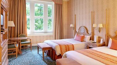 n016194_2021feb15_disneyland-hotel-stand