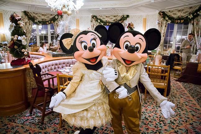 comer disneyland paris restaurantes reservar consejos informacion comidas cenas desayuno personajes Disney