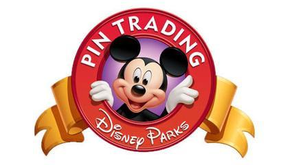 Pin trading intercambio disneyland paris tiendas Cast Member