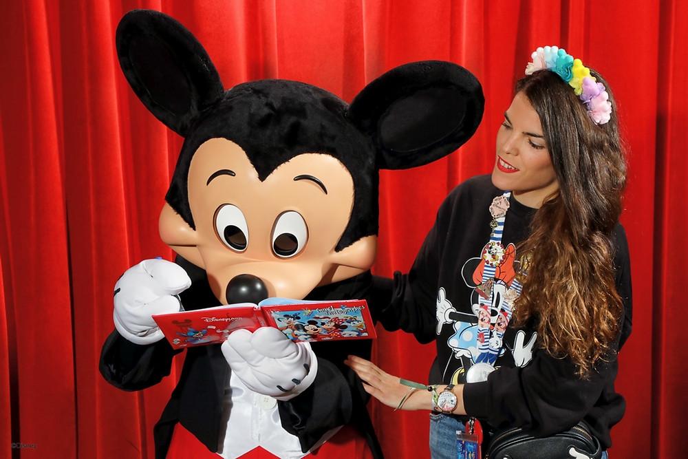 Meet Mickey Mouse Disneyland Paris