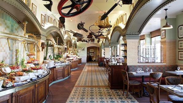 Restarante inventions disneyland paris hotel premium pension media completa comer princesas personajes disney restaurante organizar