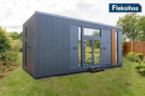 fasade 40m2 minihus i hage på plen