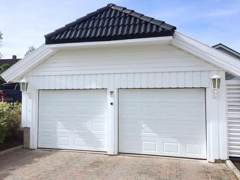 Dobbel Eurodoor garasjeport med rutepanel