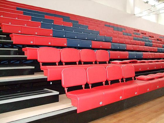 Teleskoptribunu med farger og som støtter opp mot klubbens identitet og design