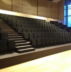 Enkle og moderne grå auditorieseter