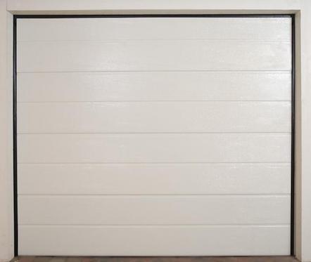 Nærbilde av Eurodoor H-line garasjeport med slette panel