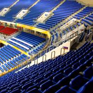 Fastmontert tribune til innendørs flerbrukshall