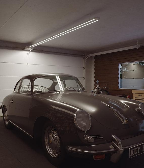 Lukket garasje med Halo portåpner med innebygd LED-Belysing