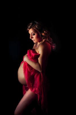 Moody maternity photography