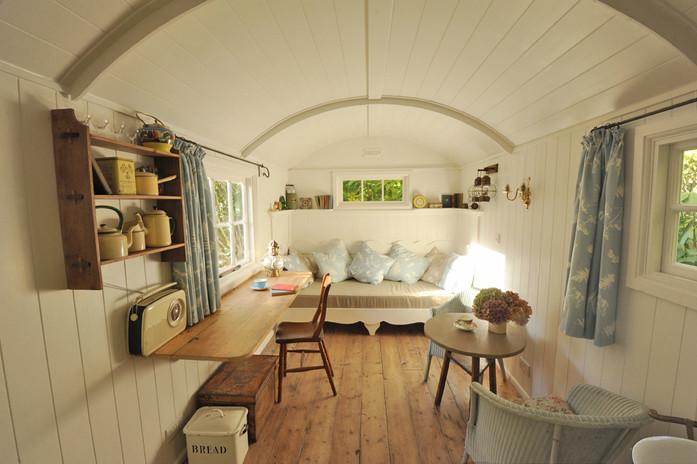 Garden room shepherd hut 1.jpg