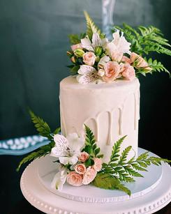 6 inch wedding drip cake including flowers $200