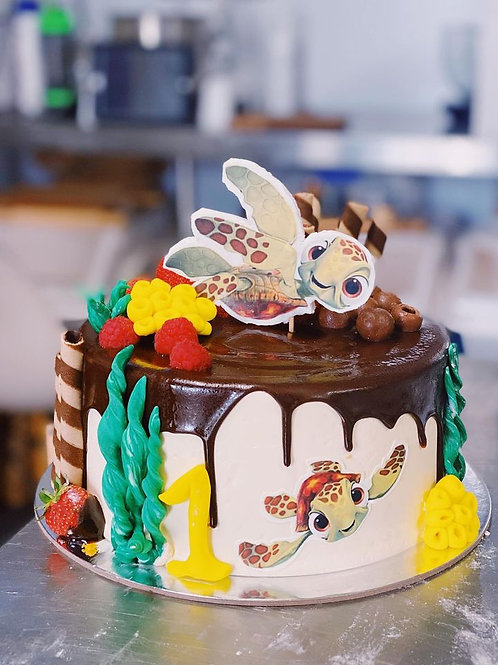 Nemo, squirt or dory themed cake