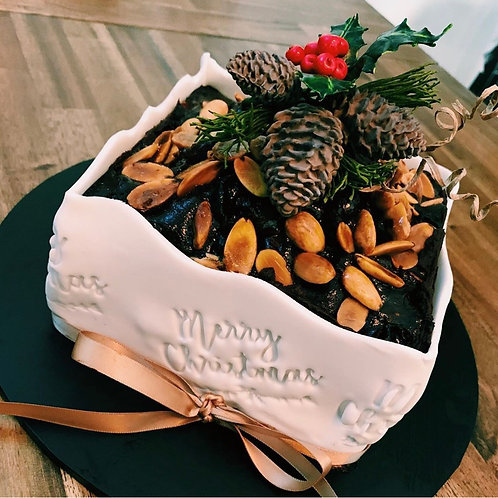 Christmas cake 10-18 serve