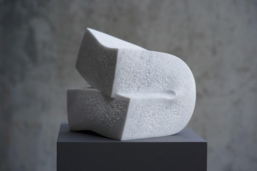 Vigueur I, Marmor Lasa, Höhe ca.30 cm