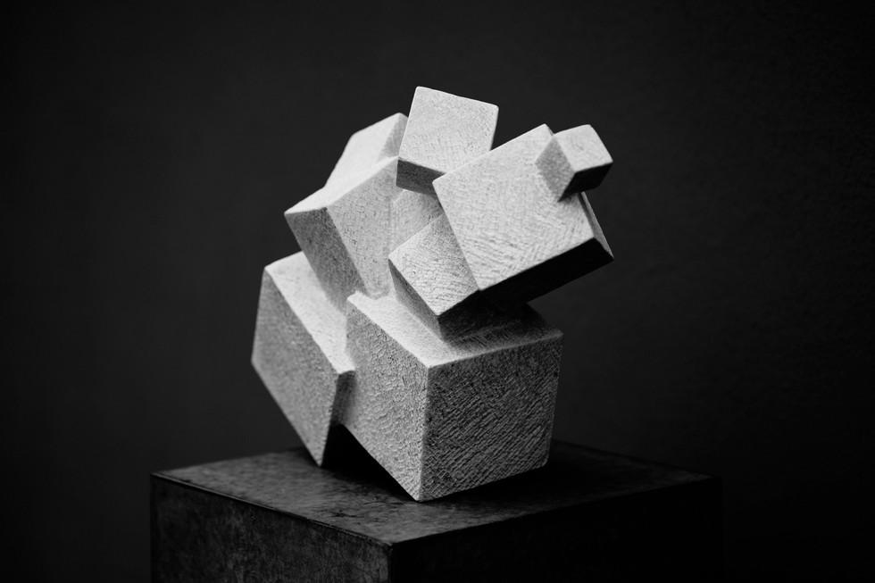 Prickelnd III, Marmo Bardiglio, Höhe ca. 35 cm