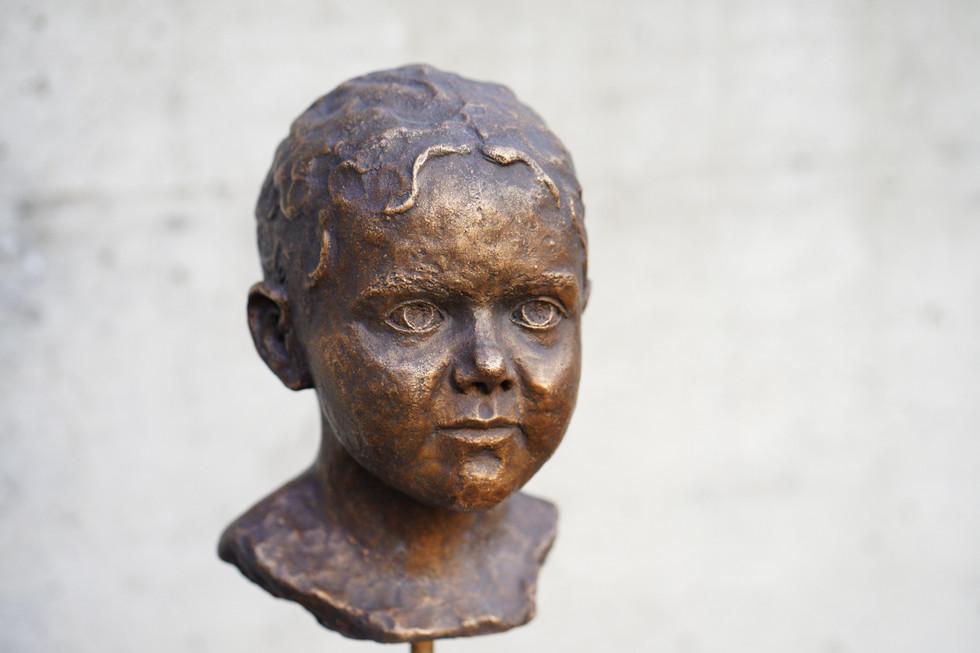 Mädchen, Bronze, Höhe ca. 30 cm