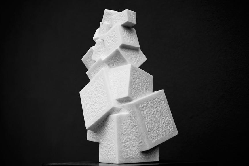 Prickelnd II, Marmor Carrara, Höhe ca. 45 cm
