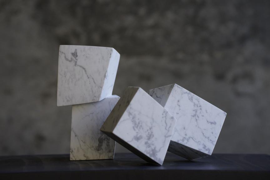Die kleinen Eckigen, Marmor, Höhe ca. 15 cm