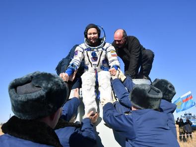 Экипаж фильма «Вызов», актриса Юлия Пересильд и режиссёр Клим Шипенко, вернулись на Землю из Космоса