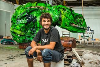 Португальский художник Бордалло II сделал для Москвы гигантского хамелеона