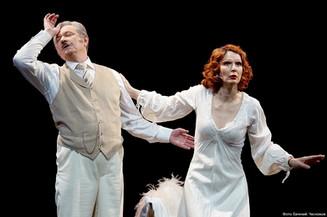 Стоит ли любовь хорошего бифштекса? «Театр» Моэма в Вахтанговском в День Театра!