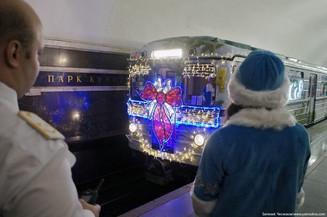 Особый транспорт для деда Мороза появился в московском метро