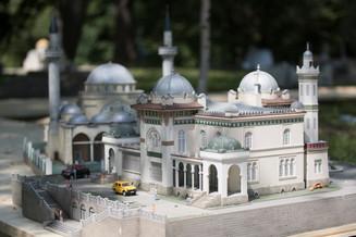 Вся Россия за один час: В Москве открылся парк миниатюр