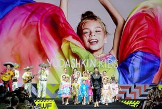 Валентин Юдашкин выходит за привычные рамки на Неделе Моды в Москве