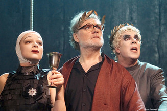 «Ромул Великий» на сцене театра имени Вахтангова
