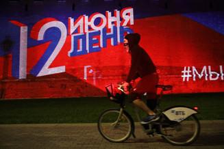 День России отмечают в особом режиме по всей стране