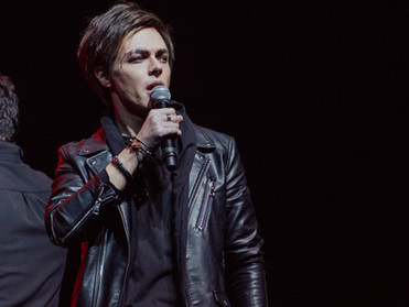 Лучи любви зажглись на сольном концерте Александра Казьмина