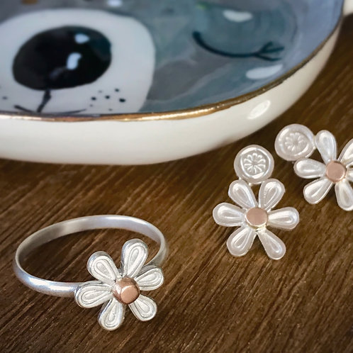 Daisy ring and earring set