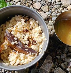 源流にて…岩魚ご飯と山独活の味噌汁