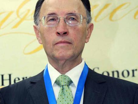 Miembro Emérito: Dr. Omar Guerrero Orozco