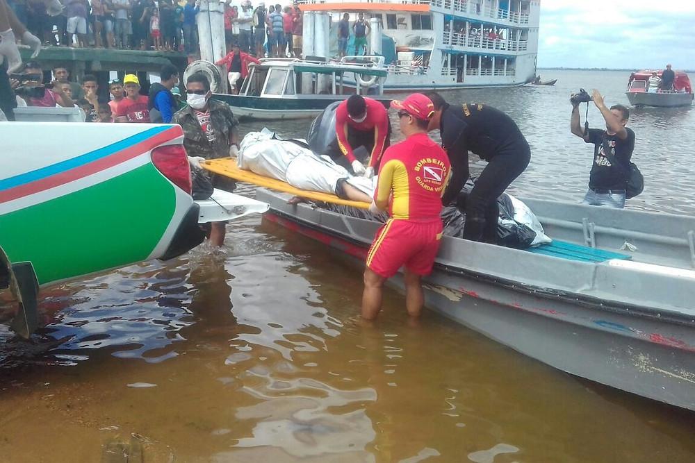 """As equipes que trabalham nas buscas das vítimas do naufrágio da embarcação """"Capitão Ribeiro"""" localizaram mais nove corpos na manhã desta quinta-feira (Marcelo Flexa/Secom)"""