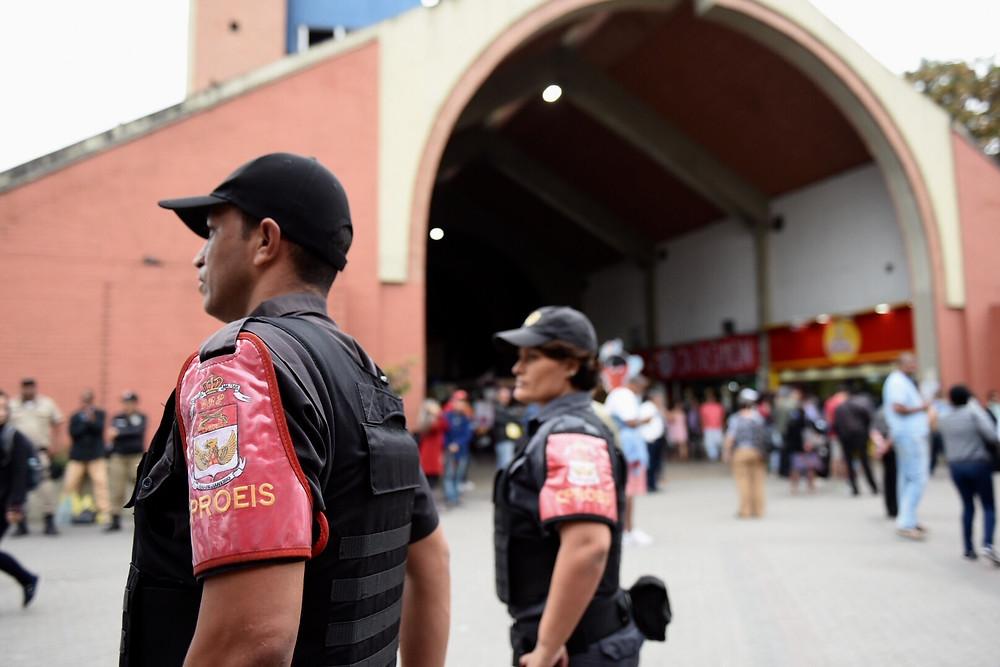 Proeis patrulham em frente ao terminal João Goulart (Foto: Leonardo Simplício - Ascom PMN)