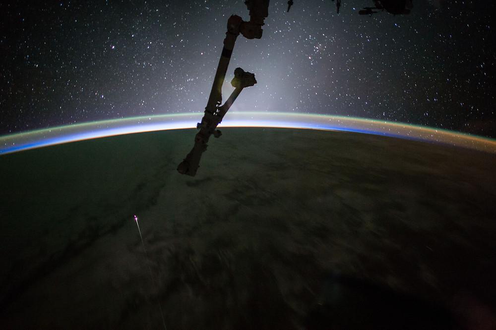 A cápsula do SpaceX em sua reentrada na atmosfera terrestre