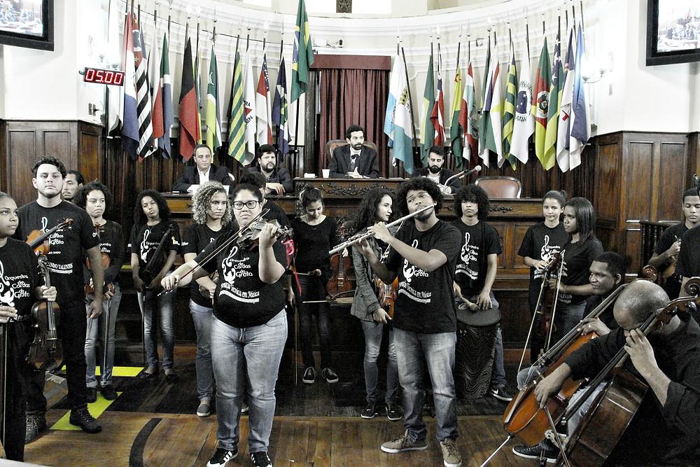 Orquestra da Grota tocou durante audiência pública na Câmara (foto Sérgio Gomes)